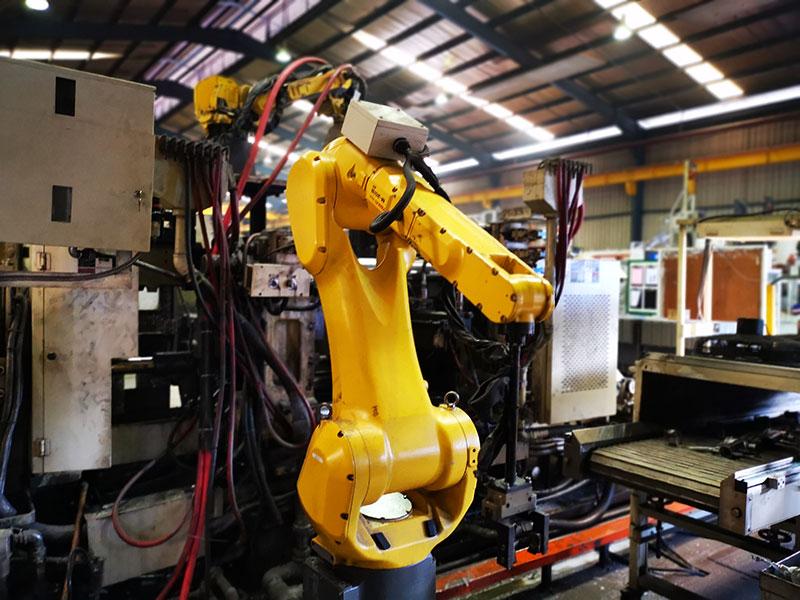 Die-cast-machine-&-Robot-02